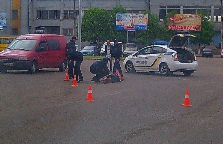 У Миколаєві автомобіль збив жінку та зник з місця аварії