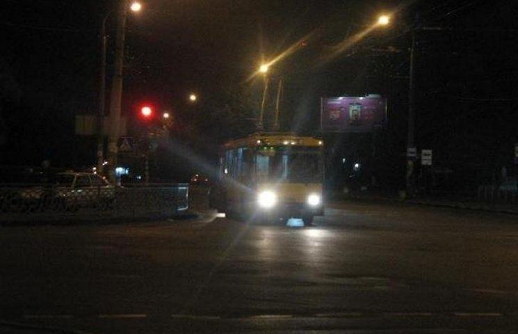 Подорожі нічним тролейбусом у Хмельницькому продовжено