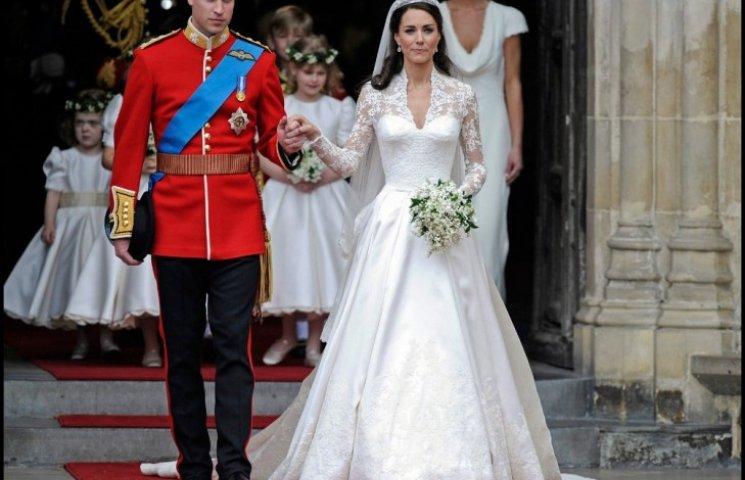 Скандал в Британії: весільна сукня Кейт Міддлтон виявилася плагіатом