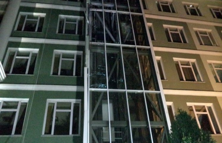 Поліція підтвердила, що будівлю банку в Одесі обстріляли з гранатомета