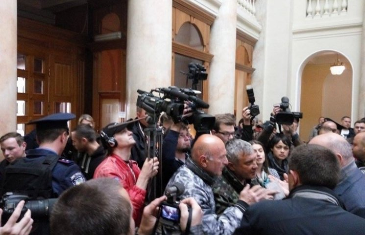 """Активістів """"Майдану"""" не хотіли впускати на сесію міськради Одеси"""