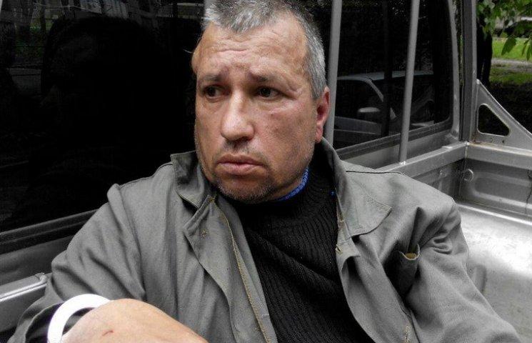 Переселенець з Луганська побив та пограбував пенсіонера