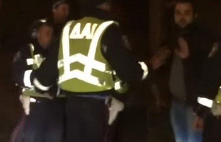 Через відео з побиттям водія за поліцейських взялася прокуратура