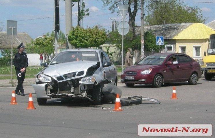У центрі Миколаєва зіштовхнулися Chery і Lanos