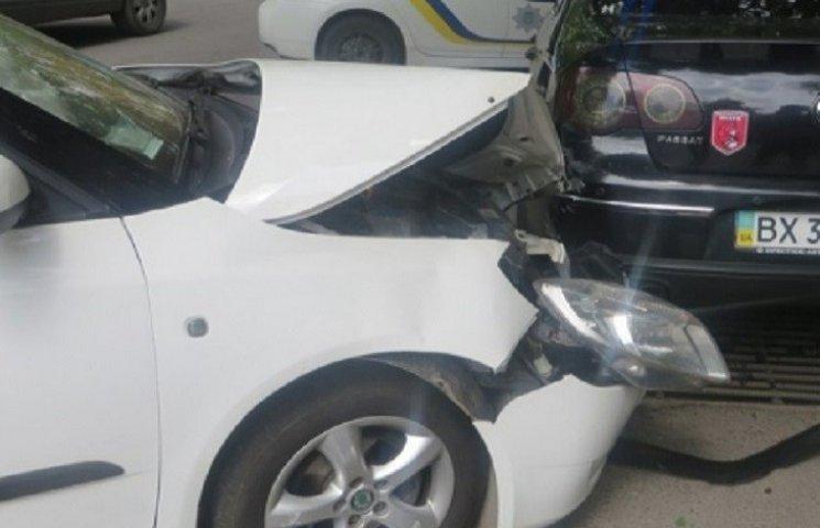 У Хмельницькому зіткнулись дві автівки
