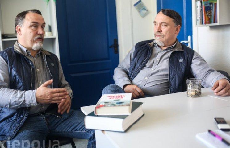 Брати Капранови: В Україні триває погром клубів і бібліотек