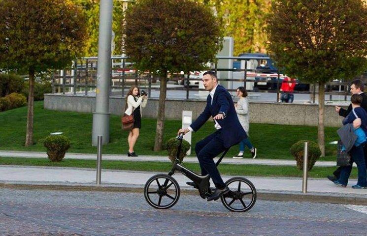 Кличко мріє пересадити всіх киян на велосипеди