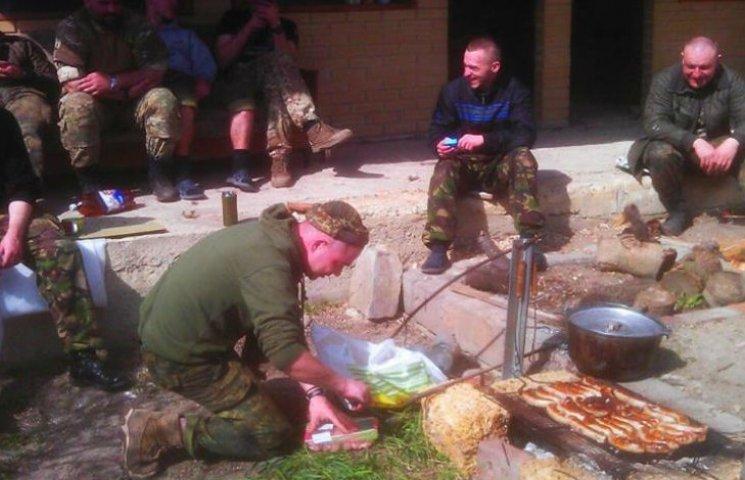 Майовка на війні: Як виглядають пікніки бійців АТО