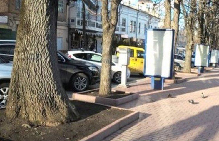 З усіх хмельницьких парковок лише дві будуть платними
