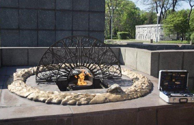 У Дніпродзержинську запалили тимчасовий Вічний вогонь