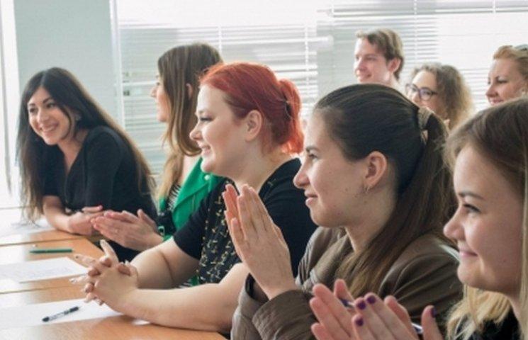 """Поляки навчать вінницьких студентів, як """"подружити"""" владу та бізнес"""