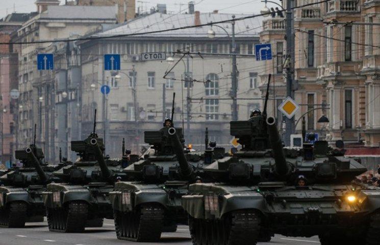 Відео дня: Путін вводить у Москву танки, російський митрополит обзиває журналістку