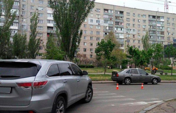 """У Миколаєві Toyota збила на """"зебрі"""" 88-річну жінку"""