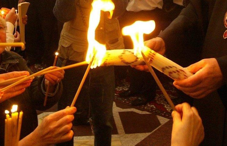 Віряни Хмельниччини очікують сходження Благодатного вогню