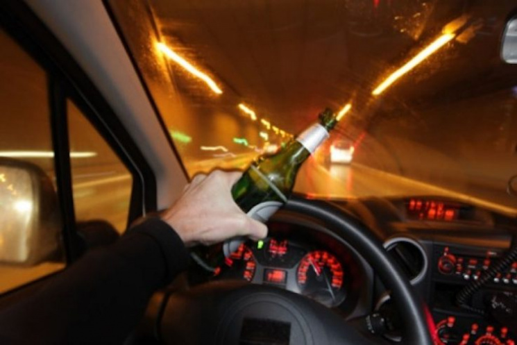У Хусті п'яний водій змагався з поліцейськими