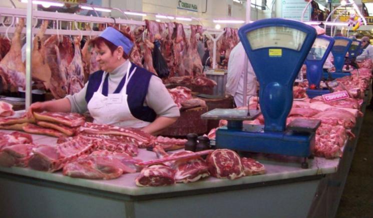Спалах АЧС: У Києві заборонили торгувати свининою