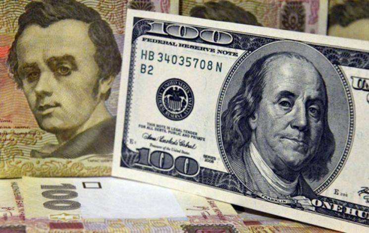 Официальный курс доллара перешагнул отметку в57 руб.