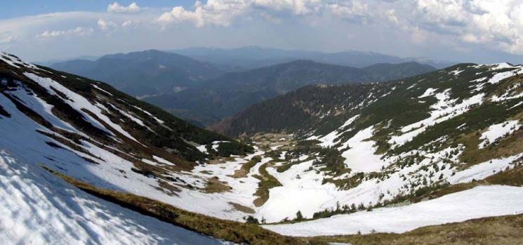 """У Синевирі карпатські вершини не """"здаються"""" весні"""