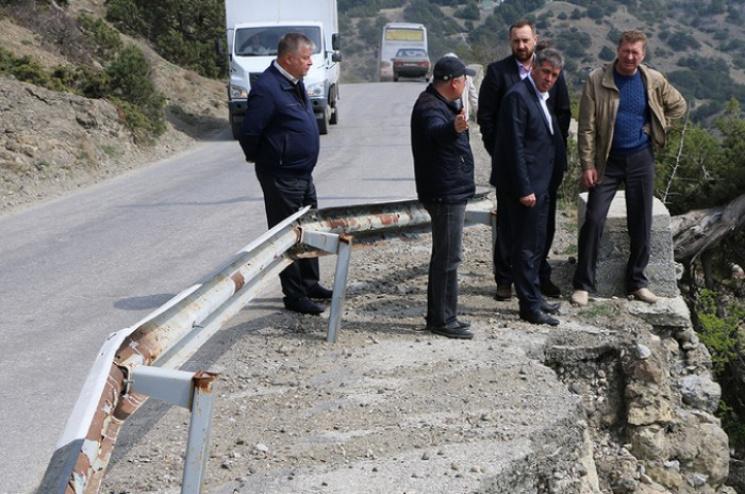 У Криму ось-ось обвалиться єдина дорога…