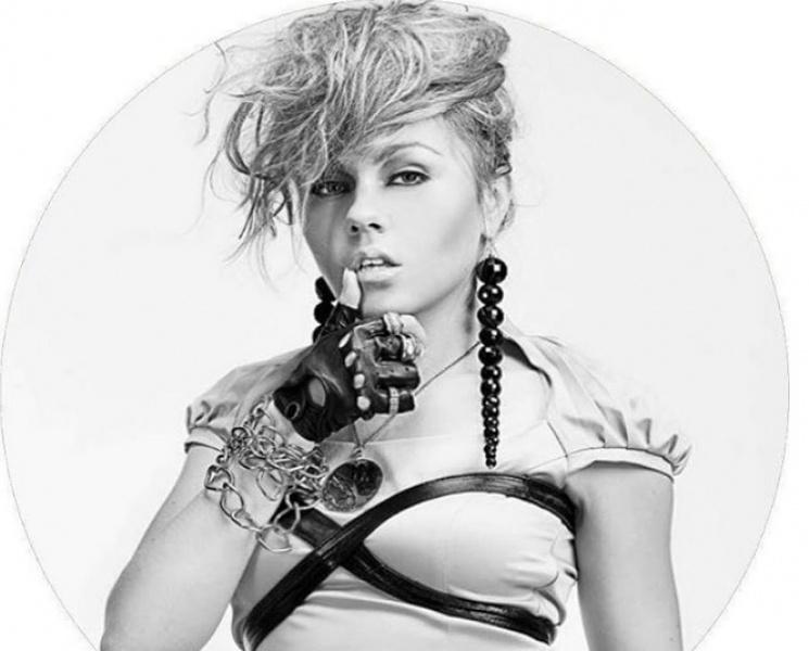 Співачка Alyosha вразила жіночним образо…