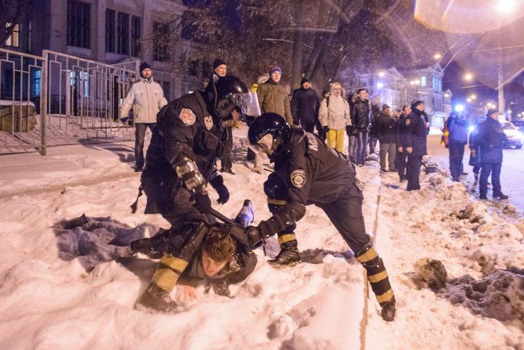 Харьковчанина, избившего евромайдановца бутылкой поголове, осудили на8 лет