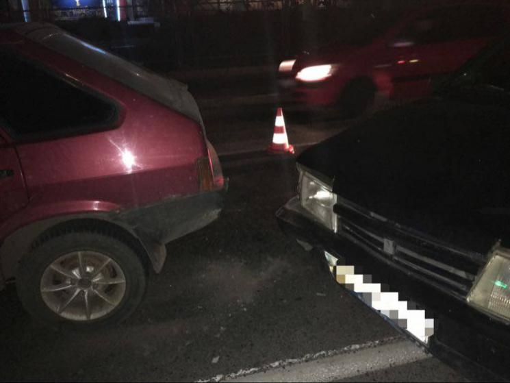 Столкнулись три автомобиля: Пострадавший в больнице (ФОТО)