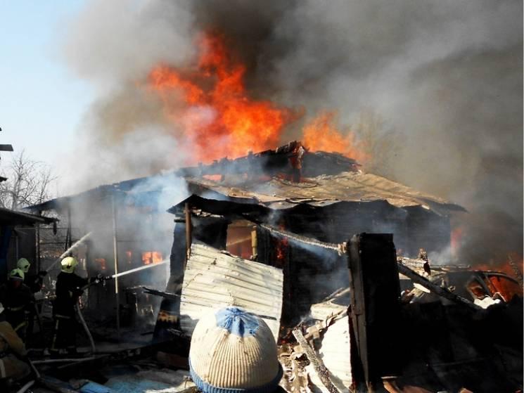 Бійці ДСНС три години гасили пожежу на приватній території у Глухові (ФОТО)
