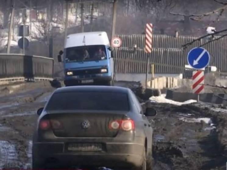 У відповідь на дводенні пікети трасу Кропивницький-Миколаїв присипали гравієм (ВІДЕО)