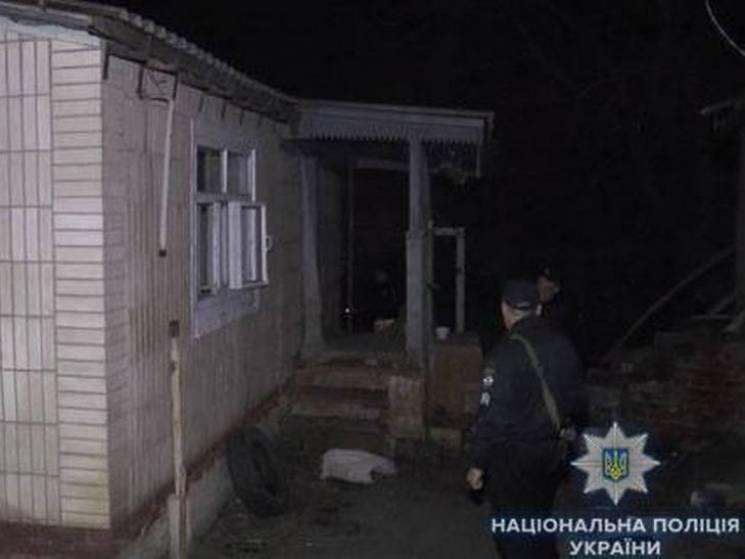 """Сумські копи """"на гарячому"""" впіймали двох грабіжників, які ховались у ліжку (ФОТО)"""