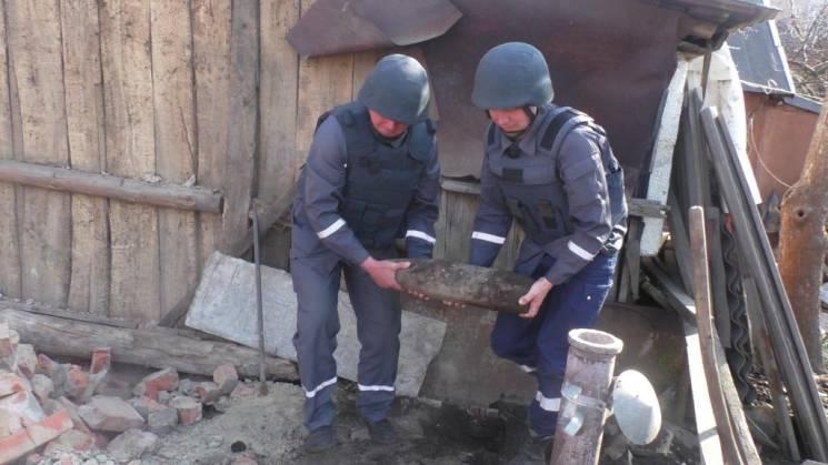 У Сумах на подвір'ї знайшли боєприпас