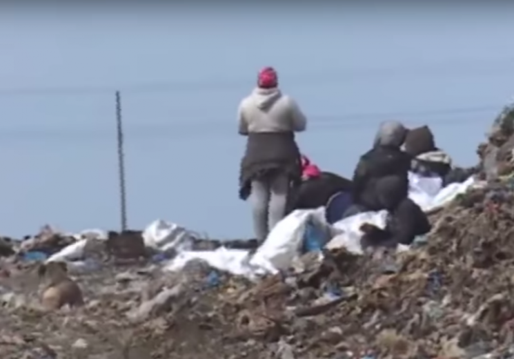 """Закарпатські роми """"обживаються"""" на смітниках Миколаєва (ВІДЕО)"""