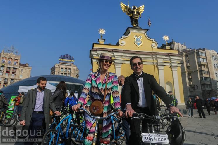 Велосипедом на роботу: Як на Майдані зустрілися велоентузіасти (ФОТО)