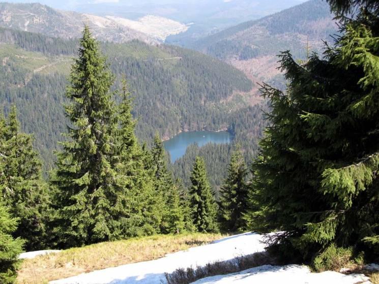 Які краєвиди відкриваються біля карпатського озера Синевир у міжсезоння (ФОТО)