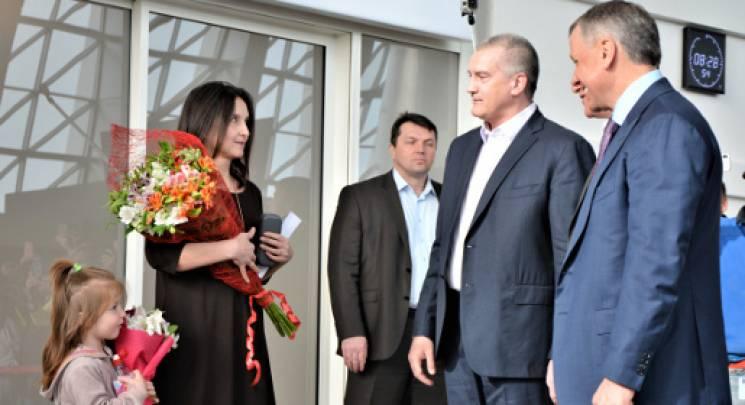 """""""Гоблін"""" зустрів у """"міжнародному"""" аеропорту Сімферополя першу пасажирку"""