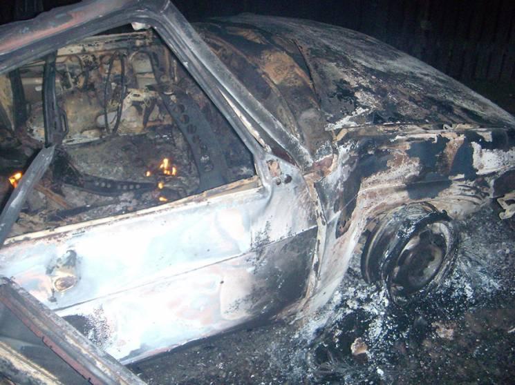 На Лубенщині вогонь вщент знищив легкову автівку