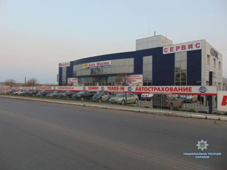 У Миколаєві у автосалоні вибухнула граната (ФОТО)