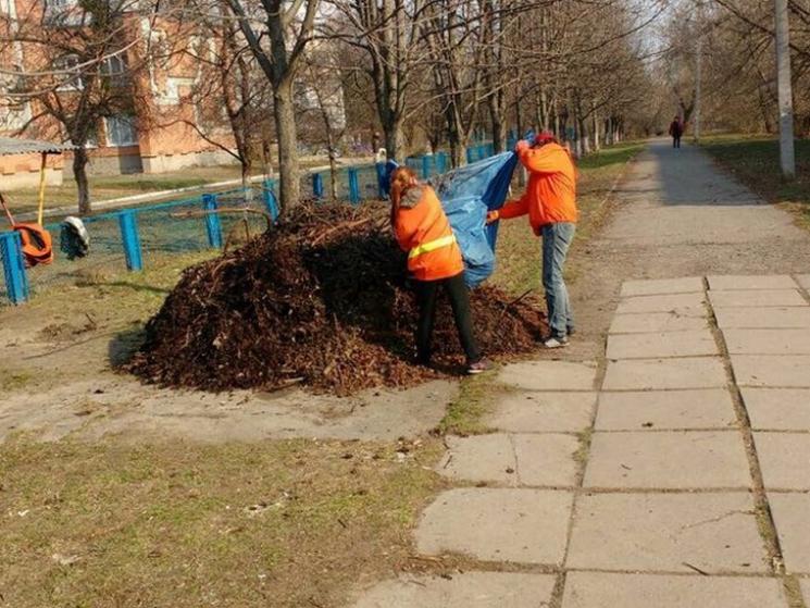 Комунальники вивозять з Полтави купи піску та сміття (ФОТО)