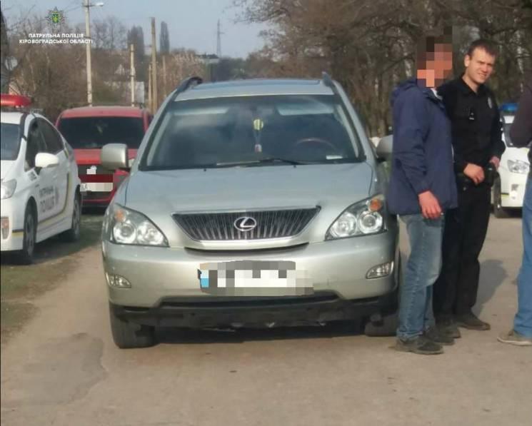 """У Кропивницькому п'яний за кермом """"Лексуса"""" втікав від поліції (ФОТО)"""