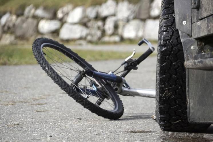 """У Хмельницькому збили велосипедистку на """"зебрі"""""""