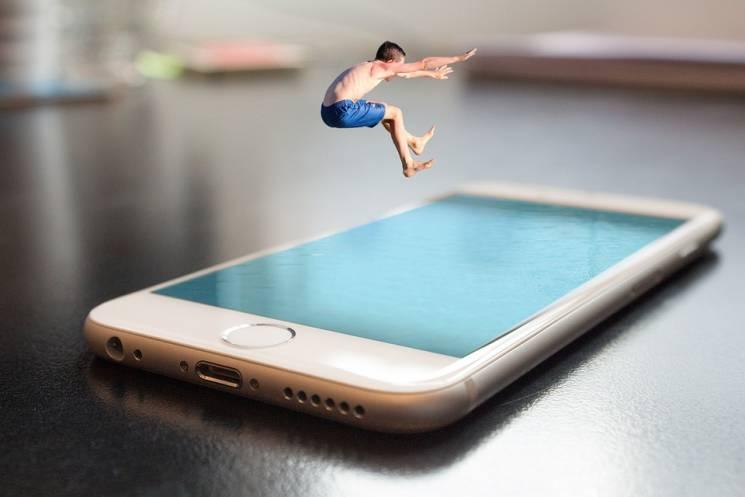 Лайфхак: Як вберегти стосунки від смартфона