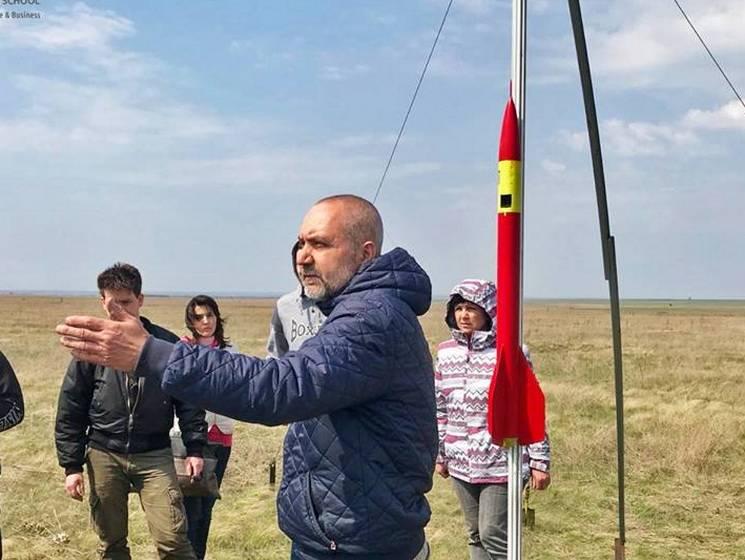 У Дніпрі на майже трикілометрову висоту запустили ракету (ФОТО)