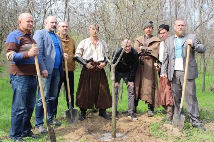 Як на запорізькій Хортиці увічнюють священний дуб з древніх легенд (ФОТО)