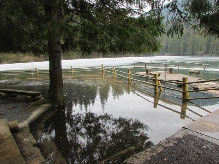 У Синевирі через різке танення снігу рівень води піднявся на 4 метри (ФОТО)