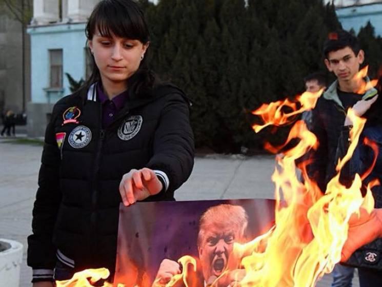 """Глум над пам'ятками і """"фестиваль ідіотів"""": В окупованому Криму розгулявся абсурд"""