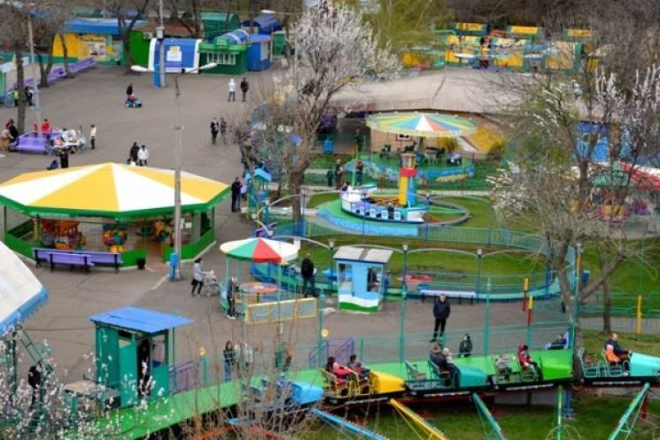 У Краматорську в парку атракціонів школяр отримав переломи ніг (ВІДЕО)