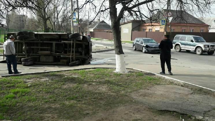 У ДТП з двома авто в Харкові дісталося пішоходу (ФОТО)