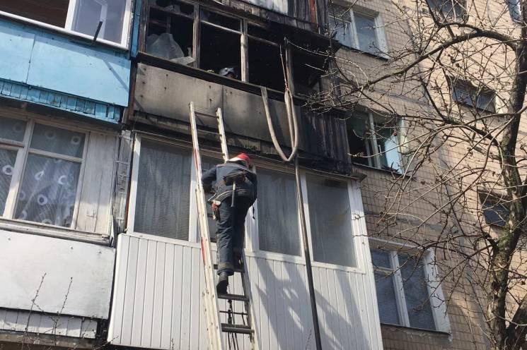 У Харкові в п'ятиповерхівці спалахнув балкон (ФОТО)