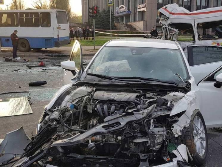 Авария вгосударстве Украина  унесла восемь жизней. Еще 17 человек пострадали