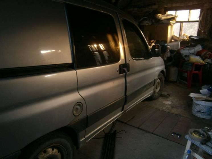 Копи піймали юнака, що промишляв викраданням автівок (ФОТО)
