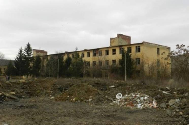 Поліція з'ясовує обставини загибелі дівчини на території військової частини у Берегові